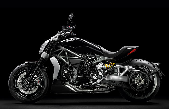 XDiavel-s_2016_Studio_G01_1920x1080.mediagallery_output_image_[1920x1080]